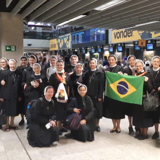 Apóstolas da Província do Paraná viajando a Roma – Itália, para participarem da Beatificação de Madre Clélia Merloni.