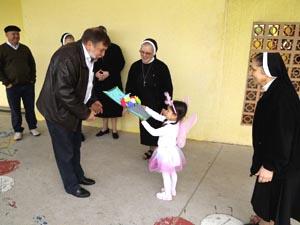 Flávio Arns visita Escola Social Coração de Jesus
