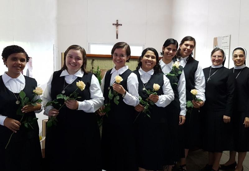 Jovens Formandas ingressam no Noviciado