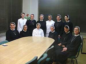 Grupo de Irmãs Apóstolas parte em peregrinação