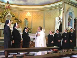 Irmãs Apóstolas se consagram em perpétuo