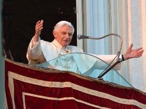 Bento XVI é acolhido em Castel Gandolfo